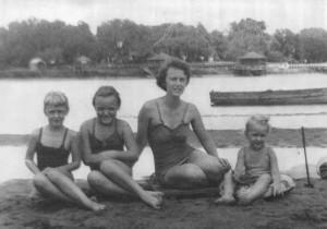 Sandbar-Ruth, El, Mom, Diane, c1951b