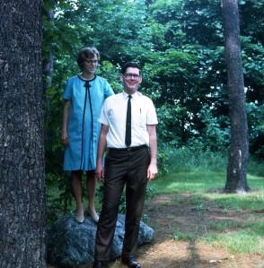 1968 Jun David and Elouise waiting for babyC