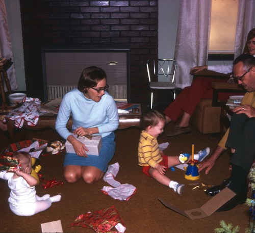 1970 Christmas in Savannah Sherry Elouise Diane Scott and Grandpa John Renich