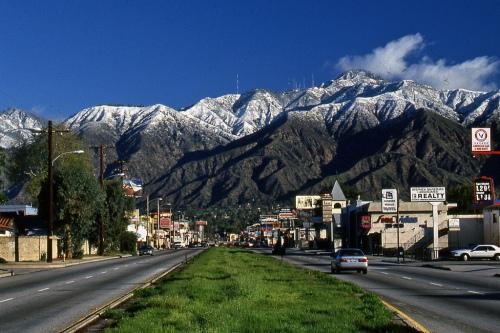 Pasadena toward Mt. Wilson