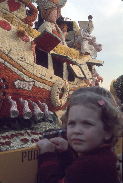1974 Jan 1 Pasadena Rose Parade Sherry at barrier