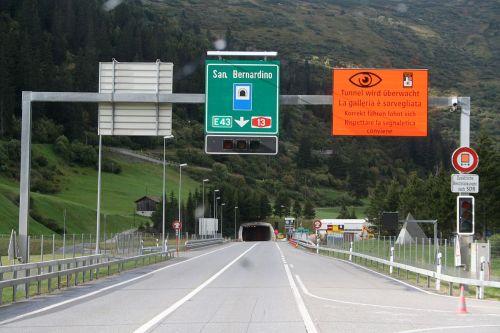 San_Bernardino_Tunneleinfahrt