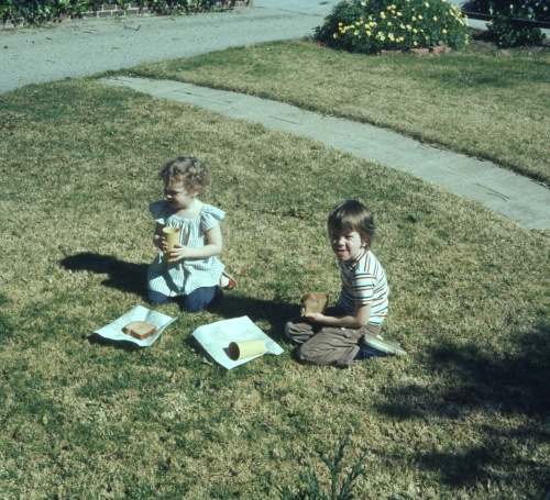 1974 Feb Scott and Sherry eating on the front lawn Altadena house