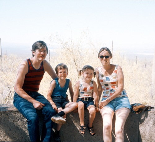 1975 Sep Family portrait in Arizona