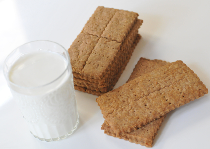 graham-crackers-and-milk